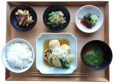 大和肉鶏 鶏団子の味噌煮定食 ¥1,600(税込)