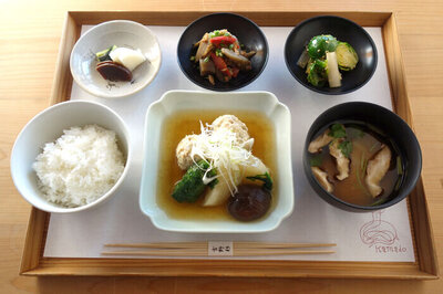 鶏団子と蕪の煮物 生姜餡定食 ¥1,650(税込)